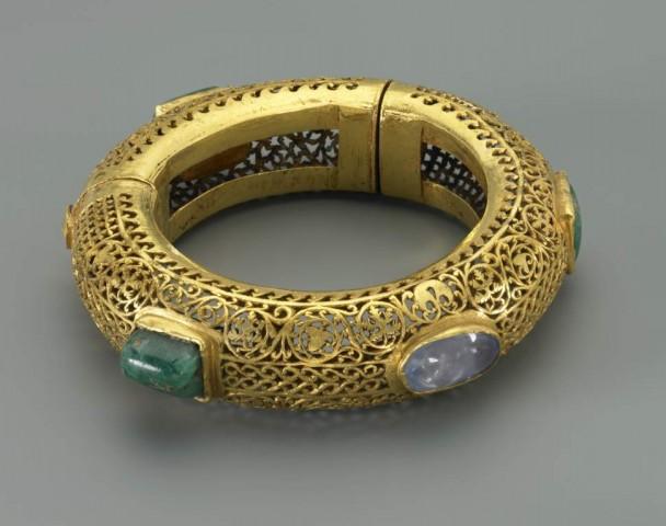 K 0193 Edelstein Armring.jpg 608x480 Goldarmband