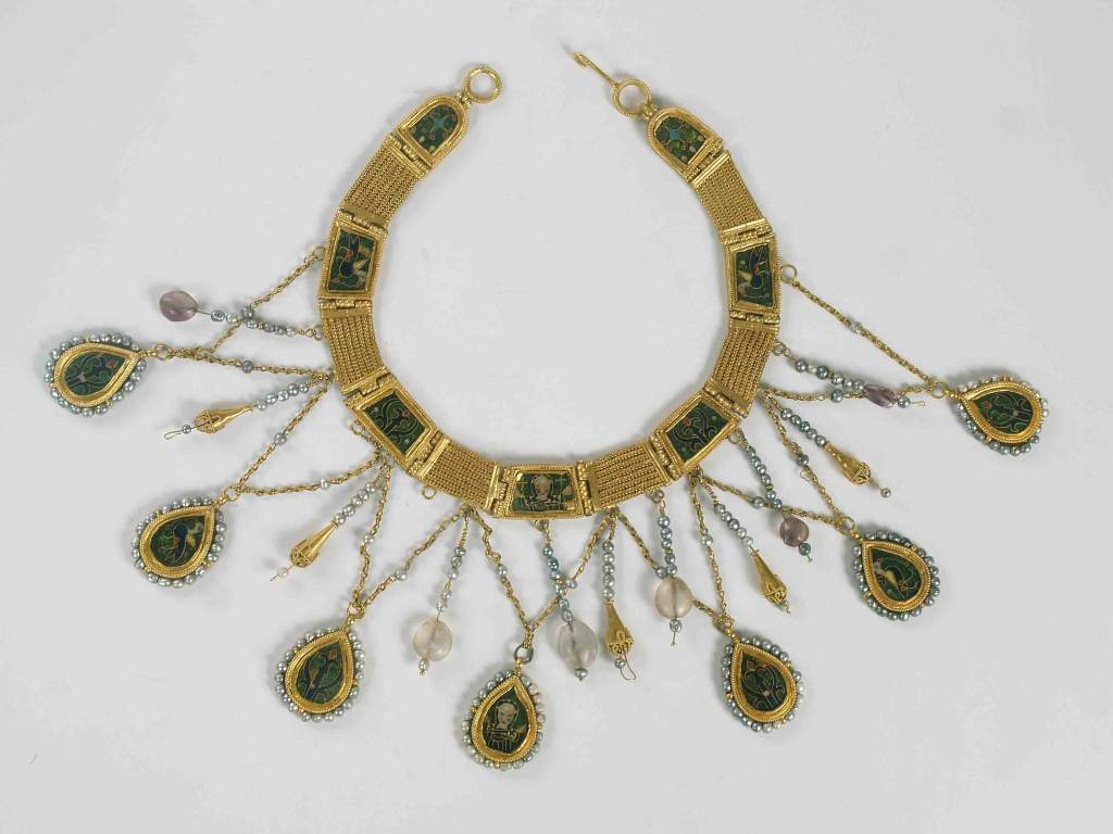 K 0318 Emaillierte Halskette.jpg Goldenes Byzanz